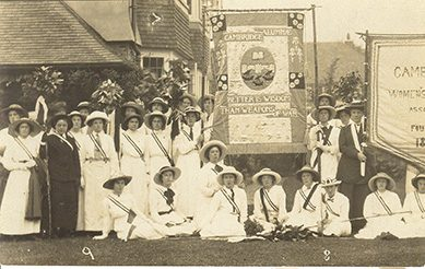 Group of women students, carrying the Cambridge Alumnae suffrage banner.